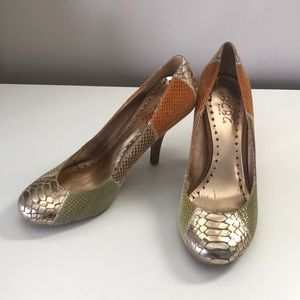 Bcbg snake skin shoes
